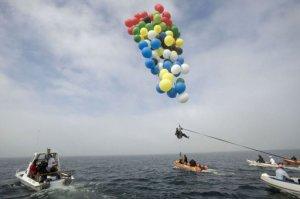 man-balloon-flight